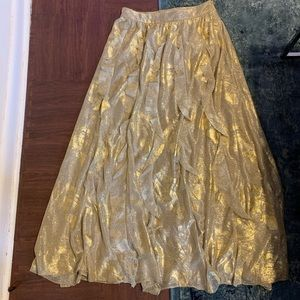 Magnificent gold skirt! Perfect for a wedding!